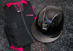 Samshield ridehjelm Miss Shield Glossy sort med shimmer top og bånd