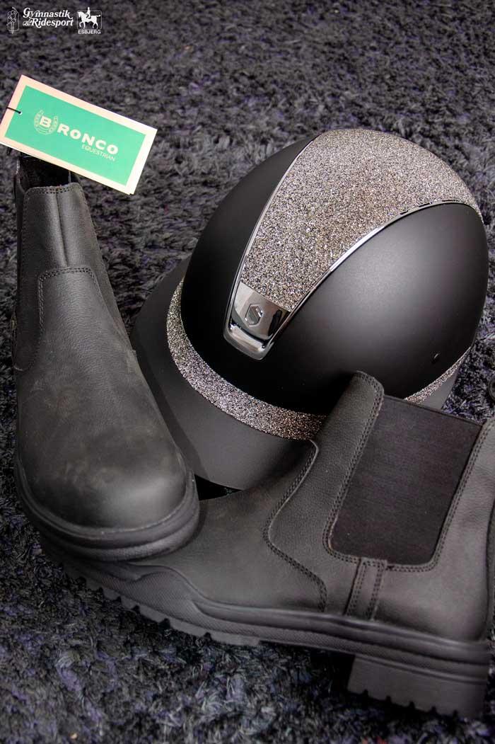 Bronco støvler med sikkerhed i snuden finder du hos Gymnastik og Ridesport